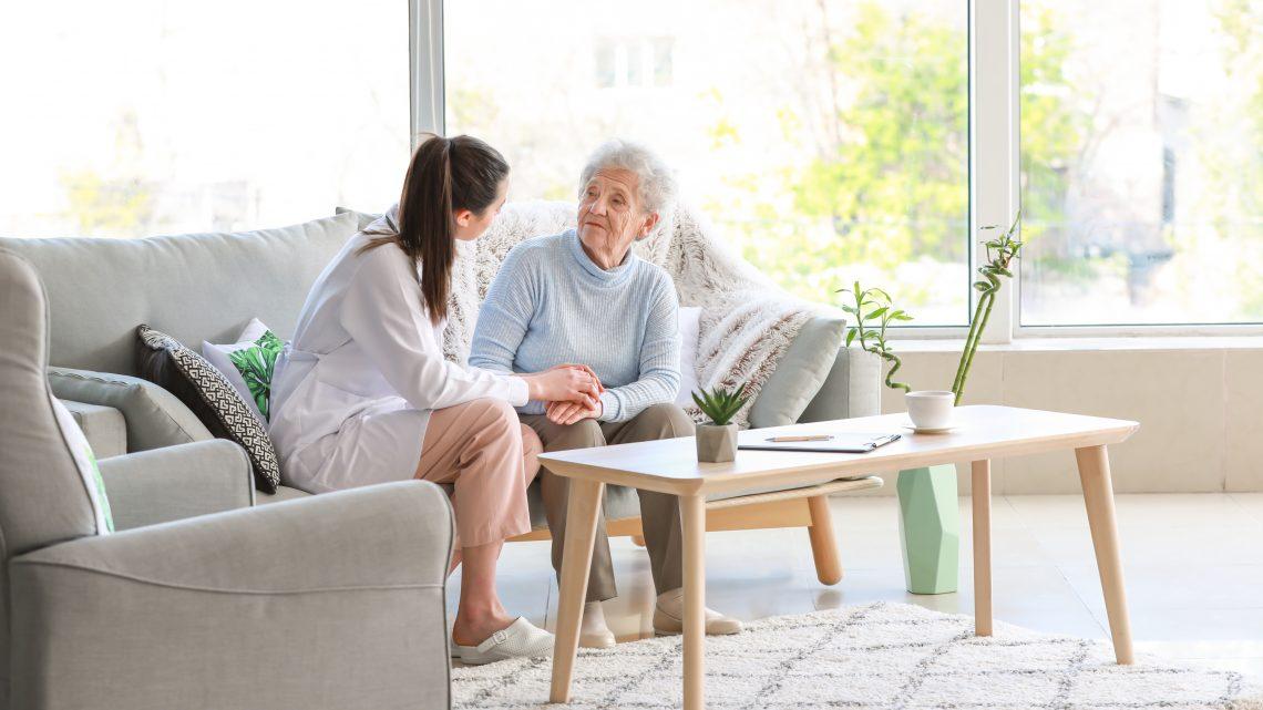 Personne âgée : ce qu'il faut savoir sur les services d'accompagnement