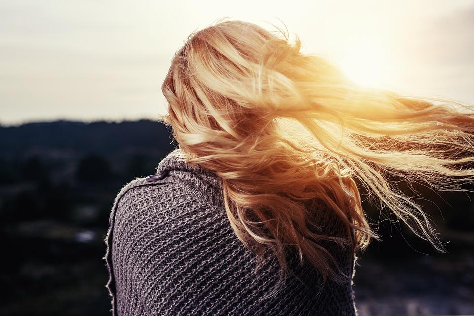 Les femmes de plus en plus concernées par la greffe de cheveux