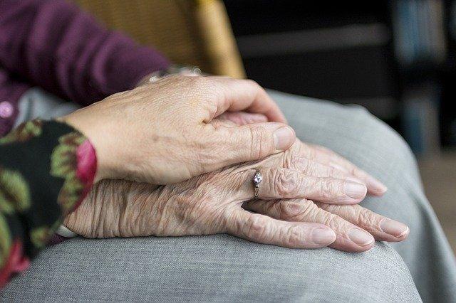 EHPAD: les orthophonistes jouent un rôle important auprès des personnes âgées
