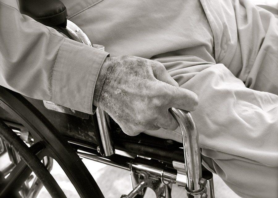 Comment choisir l'offre de téléassistance pour seniors adaptée?