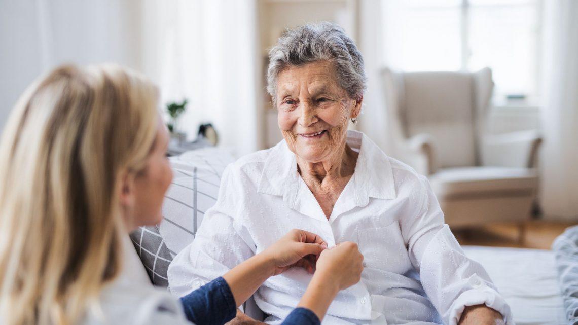 Pourquoi favoriser le maintien à domicile pour les personnes âgées ?