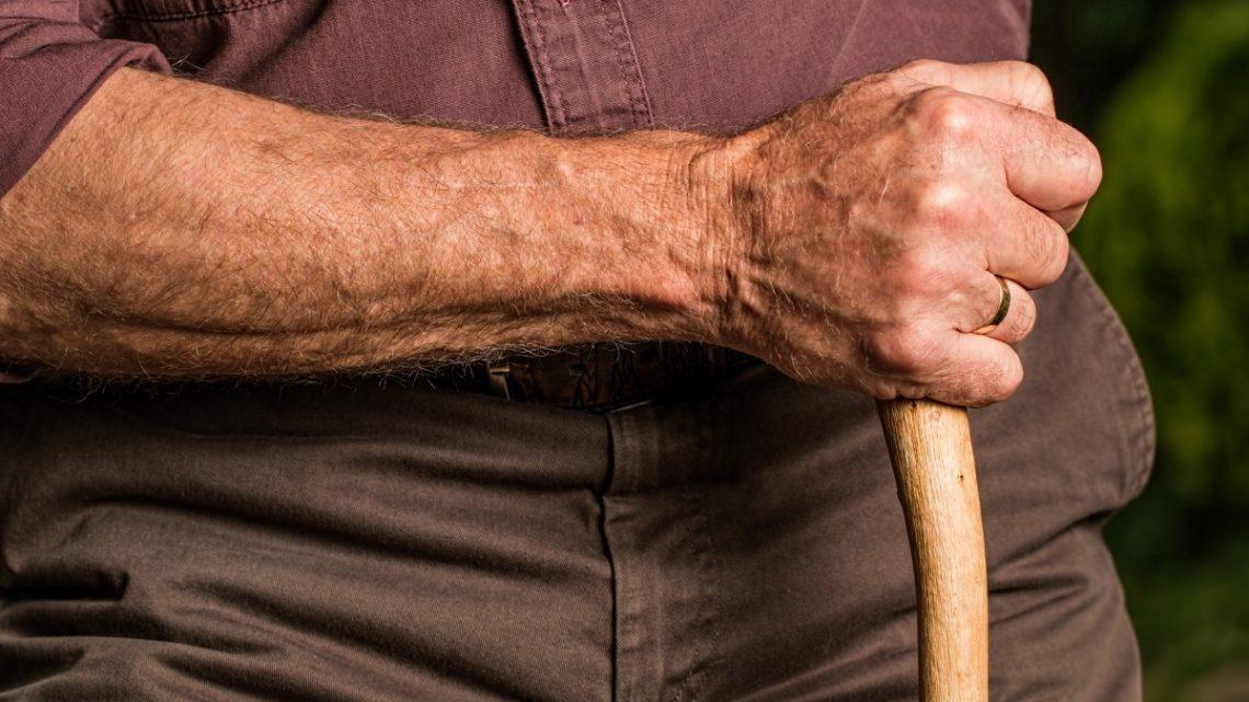 Comment assurer la sécurité des personnes âgées à domicile ?